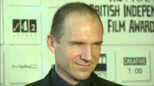 interior shots ralph fiennes posing for press at british independent film awards. british independent film awards - red carpet at old billingsgate on... - レイフ・ファインズ点の映像素材/bロール