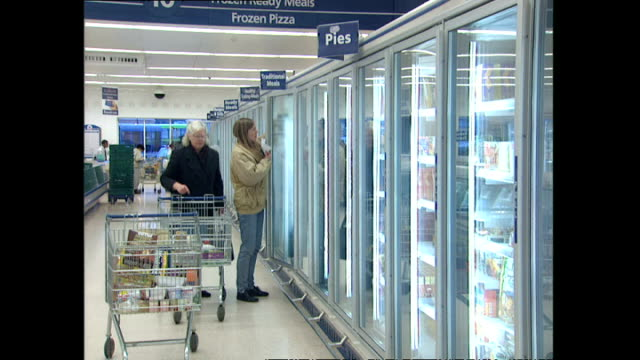 interior shots shoppers browsing food items in freezer section of tesco supermarket on january 02 1996 in london england - tesco点の映像素材/bロール