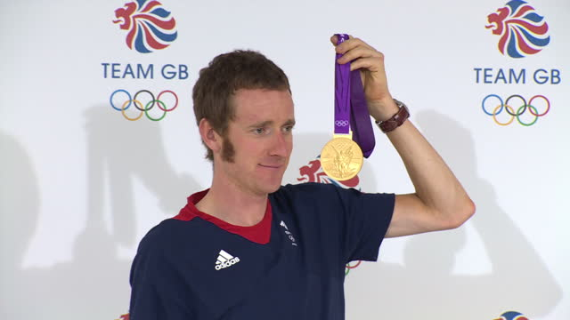 Interior shots Team GB's Bradley Wiggins Gold medal winner in the Cycling Time Trail poses with his gold medal at a Team GB press conference Bradley...