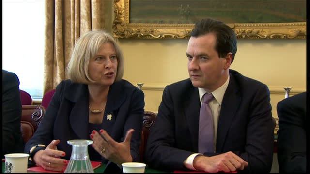 stockvideo's en b-roll-footage met interior shots the new british cabinet meeting for the first time in the cabinet room 10 downing street including justine greening mp jeremy hunt mp... - william hague
