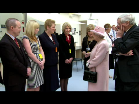 interior shots the queen meets chats with various bbc staff dignitaries inside the media city centre building the queen chats with bbc staff at the... - 英マンチェスター点の映像素材/bロール
