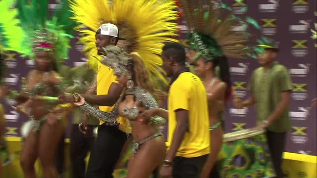 vídeos de stock, filmes e b-roll de interior shots usain bolt dances with brazilian carnival dancers wearing bikini costumes on august 08 2016 in rio de janeiro brazil - bolt