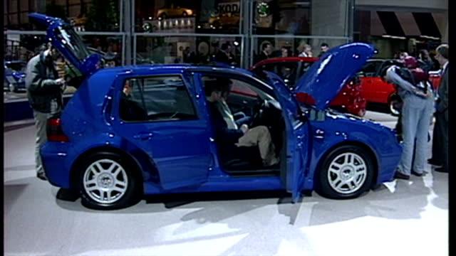 vídeos de stock e filmes b-roll de interior shots volkswagen golf cars on display at london motor show. on october 20, 1998 in london, england. - golf