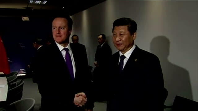 interior shows david cameron shaking hands with xi jinping chinese general secretary at g7 meeting on march 20 2014 in amsterdam netherlands - g7サミット点の映像素材/bロール