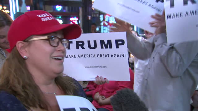 stockvideo's en b-roll-footage met interior soundbite with donald trump supporter in bar who is very excited about donald trump winning the us election on november 09 2016 in tampa... - republikeinse partij vs