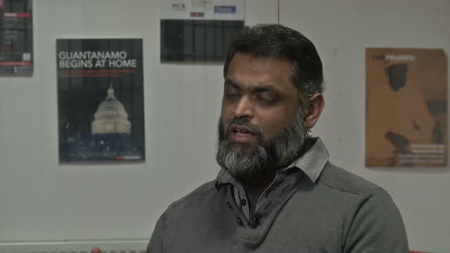 vídeos de stock, filmes e b-roll de interior soundbite with moazzam begg former detainee at guantanamo bay and now outreach director for the advocacy group cage speaking about physical... - moazzam begg