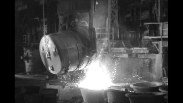 interior steel mill large vat of molten steel being poured interior steel mill on january 01 1930 - metallindustrie stock-videos und b-roll-filmmaterial