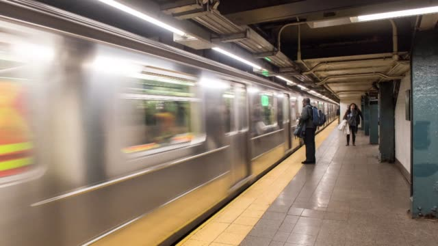 interior time lapse shots of tourists and commuters waiting on subway platforms for trains to arrive inside the 14th street union square station in... - u bahnsteig stock-videos und b-roll-filmmaterial