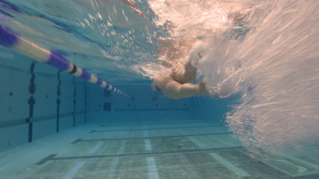 interior underwater shots of irish paralympic swimmer ellen keane training on 27 november 2017 in dublin, ireland. - underwater stock videos & royalty-free footage