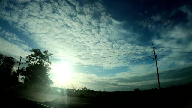 vidéos et rushes de vue intérieure, voiture d'après-midi avec la route rurale. - low angle view