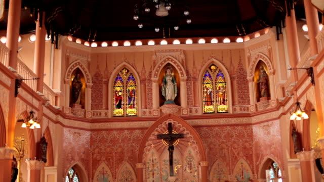 現代の教会、チャンタブリー、タイの内部ビュー