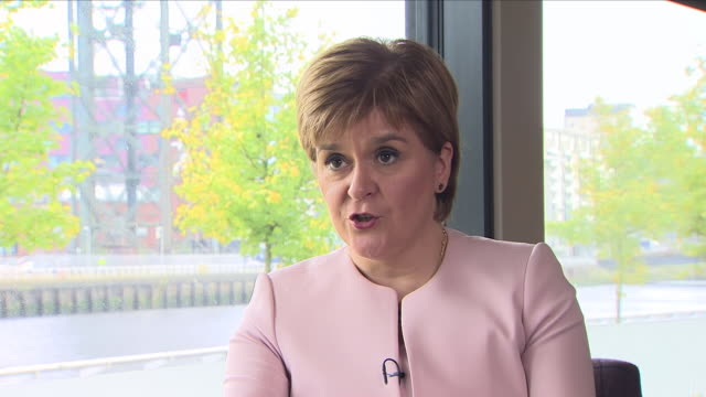 vídeos de stock e filmes b-roll de interior view of an interview by faisal islam of sky news with nicola sturgeon the first minister of scotland and leader of the snp talking about... - conferência partidária