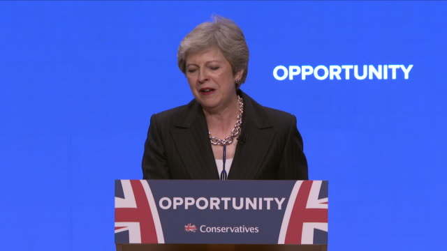 vídeos de stock e filmes b-roll de interior view of prime minister theresa may on stage delivering her keynote speech at the conservative party conference on october 03 2018 in... - conferência partidária