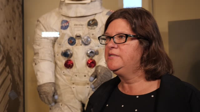 interior views of lisa young, conservator at nasa museum talking about neil armstrong's moon spacesuit at the nasa museum on 16 july 2019 in... - 宇宙服点の映像素材/bロール