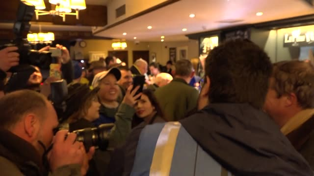vidéos et rushes de interior views of nigel farage as he has a pint of beer at the merry go round pub after finishing the first day of the brexit betrayal march on 16... - demi finale