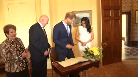 vídeos y material grabado en eventos de stock de interior views of prince harry and meghan, the duke and duchess of sussex signing the guest book at admiralty house as governor general sir peter... - huésped