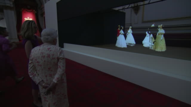 interior views of the queen being shown a hologram of the crrimean ball, part of the queen victoria exhibition at buckingham palace, on 17 july 2019... - hologram stock-videos und b-roll-filmmaterial
