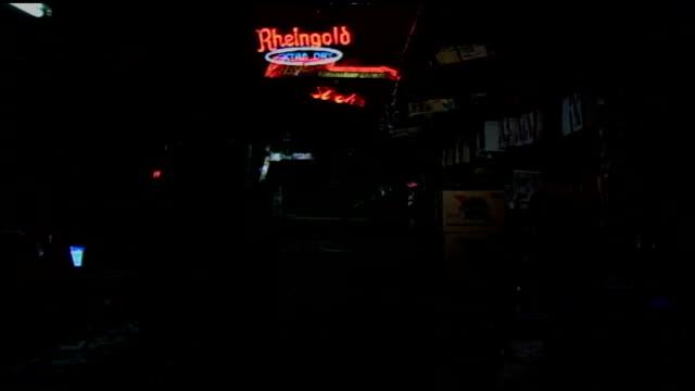 vídeos de stock e filmes b-roll de interior walls covered in flyers and bar in nyc - música punk
