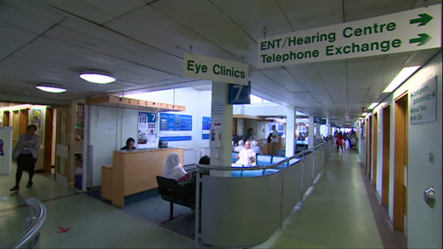 vídeos de stock e filmes b-roll de interiors of birmingham hospital, some of which is in need of repair and improvement - edifício médico
