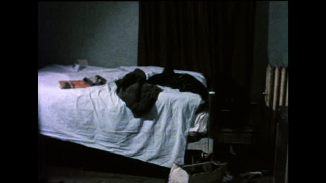 vidéos et rushes de interiors of living conditions in a chicago ghetto residence; 1971 - messy bedroom