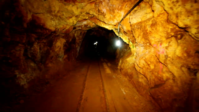interiors of old gold mine. - bergbau stock-videos und b-roll-filmmaterial