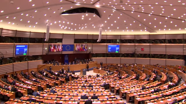 interiors of the european parliament in brussels during the brexit debate - debatte stock-videos und b-roll-filmmaterial