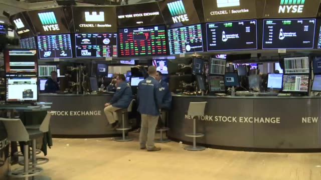 interiors of the new york stock exchange as the dow jones 30 industrials continue to hit fresh records far less shouting than old days as most of the... - new york stock exchange bildbanksvideor och videomaterial från bakom kulisserna