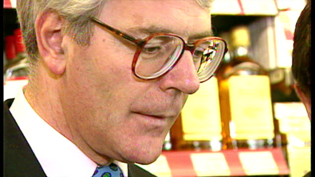 interiors shots, john major is shown a lottery ticket printing machine in a corner shop in advance of the launch of the national lottery, talks about... - lotterie stock-videos und b-roll-filmmaterial