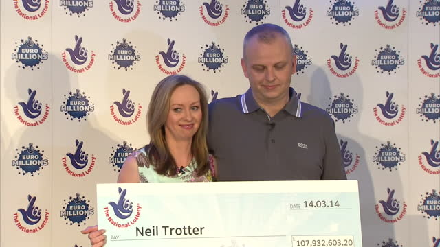 vidéos et rushes de interiors shows euro millions lottery winner neil trotter partner nicky ottaway walk on to stage pair holding big cheque for £10760320 on march 18... - paire