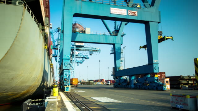 Intermodal Ship Loading - Time Lapse