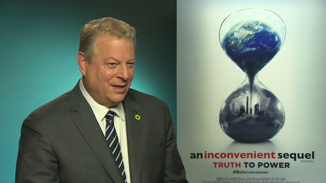 vídeos y material grabado en eventos de stock de internal shots interview with al gore, former us vice president re: speaking about donald trump, sustainability, climate change and his new book 'an... - gore