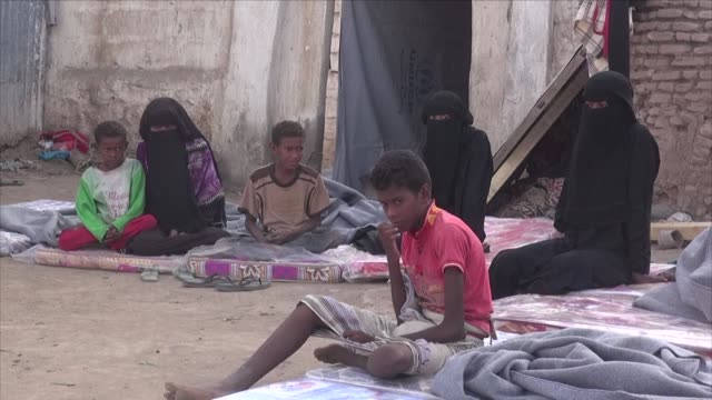 internally displaced yemenis from the red sea coastal town of mokha controlled by government loyalists since january continue to find shelter in... - yemen stock videos & royalty-free footage