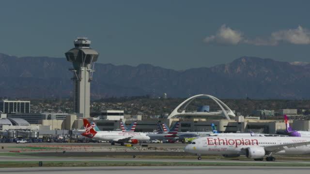 international air carriers - エチオピア点の映像素材/bロール