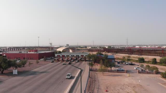 international border united states and mexico at puente internacional córdova de las américas on a sunny day - puente stock videos & royalty-free footage