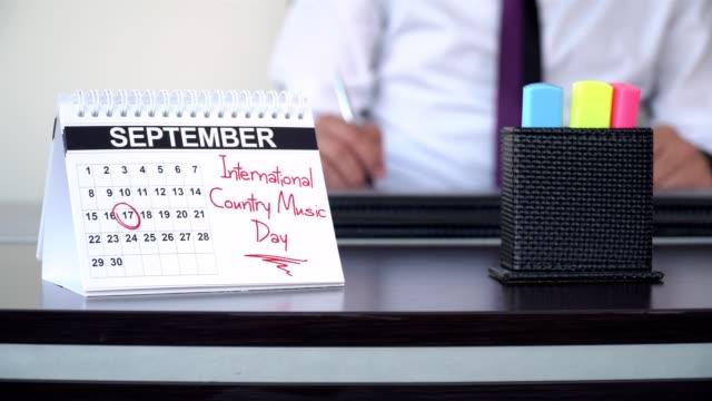 vídeos de stock, filmes e b-roll de dia internacional da música country - dias especiais - western script