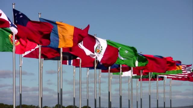 vídeos y material grabado en eventos de stock de international flags prácticas contra el cielo azul - pakistán