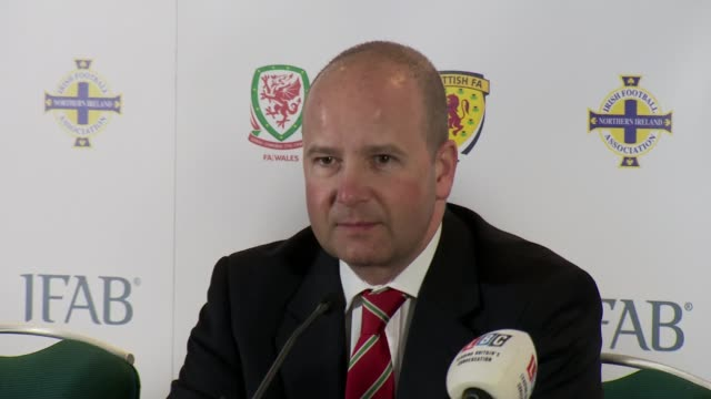 vídeos de stock, filmes e b-roll de international football association board press conference wales cardiff photography*** gvs arrivals at press conference [panel at press conference... - gianni infantino