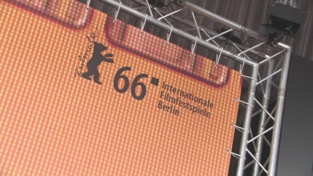 stockvideo's en b-roll-footage met atmosphere international jury press conference 66th berlin international film festival at grand hyatt hotel on february 11 2016 in berlin germany - internationaal filmfestival van berlijn 2016