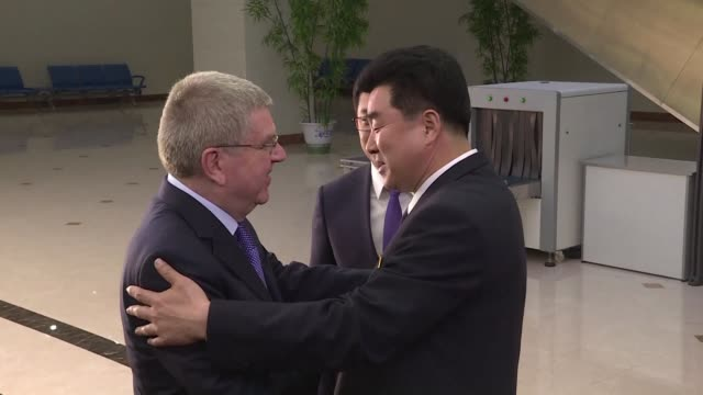 stockvideo's en b-roll-footage met international olympic committee chief thomas bach arrives in the north korean capital pyongyang in another diplomatic move on the peninsula after the... - clean