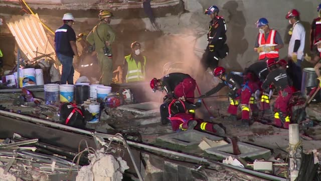 international rescue squads are working through the early hours saturday in a desperate search for survivors of an earthquake that killed nearly 300... - soccorritore video stock e b–roll