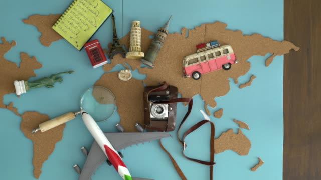 Internationale Reisen Plan am Schreibtisch aus Holz