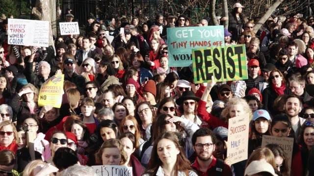 international women's day march and strike / the rally began in washington square park and marched to the stone wall inn and ended in zuccotti park... - internationaler frauentag stock-videos und b-roll-filmmaterial