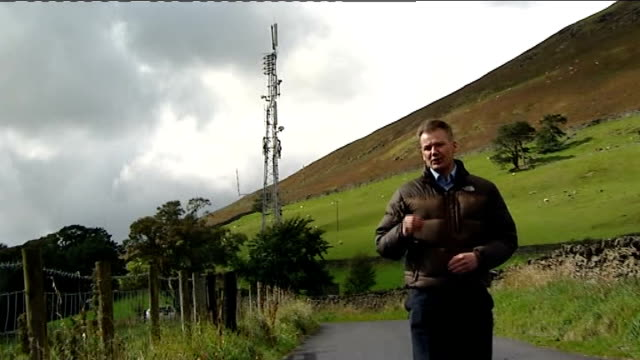 internet connection launched: report from cumbria; threlkeld: reporter to camera zoom to phone mast beside set-up shots of ashley clarke showing... - 方向標識点の映像素材/bロール