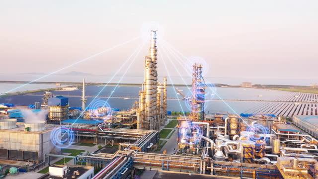 stockvideo's en b-roll-footage met internet of things with oil factory - gewone snelheid