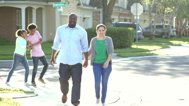 interracial familie zu fuß, kinder spielen - geschwister stock-videos und b-roll-filmmaterial