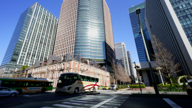 intersection at marunouchi business district. - marunouchi stock videos & royalty-free footage