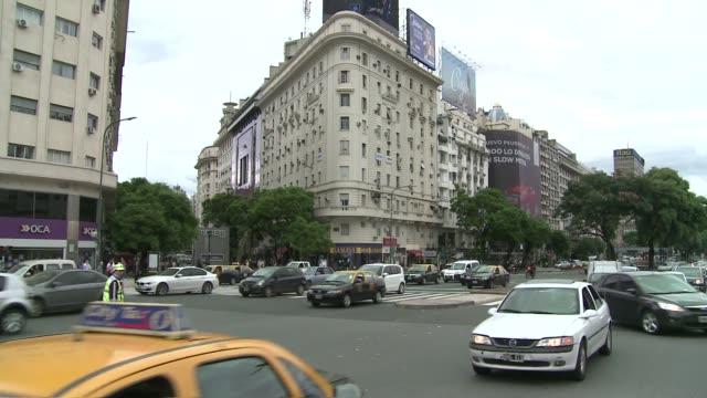 intersection in buenos aires - informationsskylt bildbanksvideor och videomaterial från bakom kulisserna