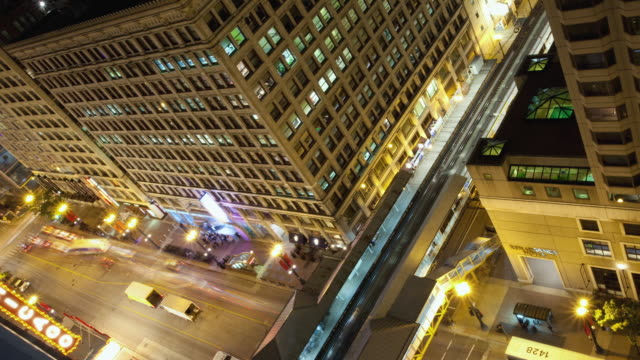 t/l ms ha canted intersection of state and lake streets with elevated train and traffic at night, chicago, illinois, usa - chicago 'l' stock videos & royalty-free footage