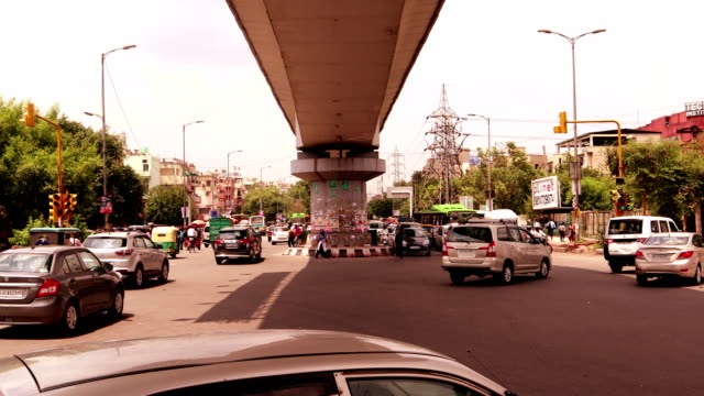 intersection traffic time lapse - delhi stock videos & royalty-free footage