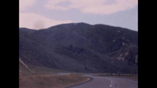 1955 interstate 80 entering utah - autostrada interstatale americana video stock e b–roll
